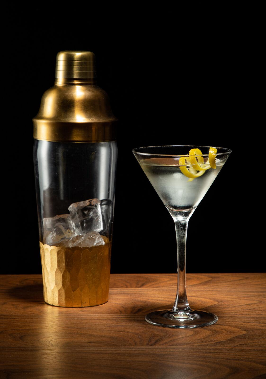 wheyward twisted martini shaker vertical 1